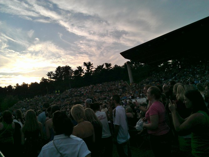 Thompson Square Crowd