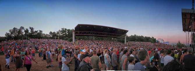 Great Crowd for REO!!