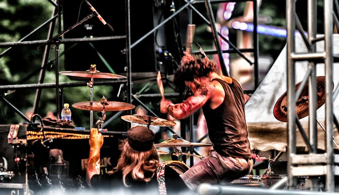 Hit 'em hard! Hit 'em fast! Pop Evil's drummer was smooookin'!!