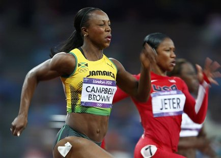 Jamaica's Veronica Campbell-Brown (L) finishes first in her women's 200m semi-final ahead of Carmelita Jeter of the U.S. during the London 2
