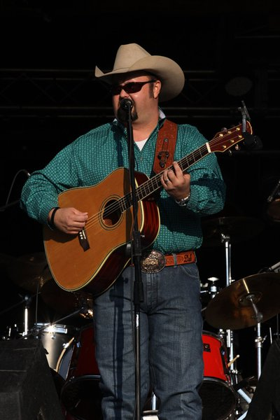 Darryl Singletary Friday 8 10 2012 @ Fuddfest in Deerbrook, WI