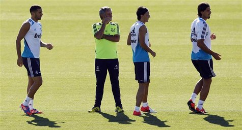 Karim Benzema (L), coach Jose Mourinho (2nd L), Mesut Ozil and Sami Khedira (R) attend a training session at Real Madrid's training grounds