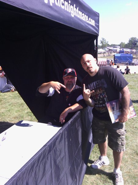 Listener Lonnie hit us up with some great KnotFest shots! Here's The Clown out of mask...