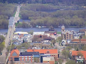 Winona Bridge (left in picture) will continue to be used while new two-lane bridge connecting Minnesota and western Wisconsin is built. (courtesy of MN DOT).
