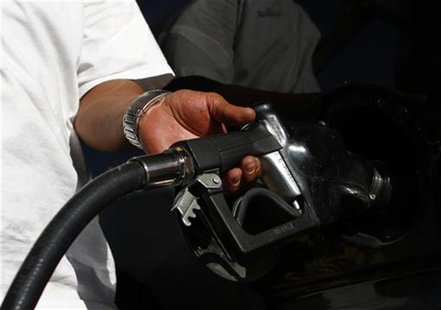 A motorist pumps fuel into his vehicle at JJ's Express Gas Plus station in Phoenix gas station in Phoenix, Arizona August 10, 2011. REUTERS/
