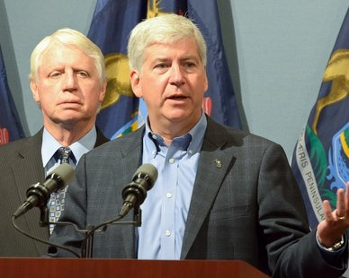 Flanked by state Department of Community Health Director Jim Haveman to his right, Governor Rick Snyder outlines his Blue Cross Blue Shield overhaul proposal to reporters on Sept. 11, 2012.