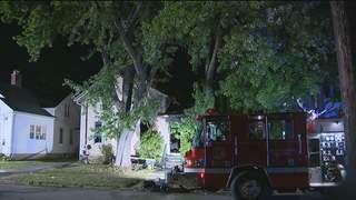 Duplex fire in Oshkosh displaces three residents on Thursday Sept. 13, 2012. (courtesy of FOX 11).