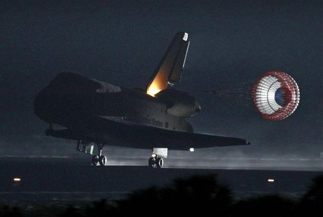 Space shuttle Endeavour lands at the Kennedy Space Center in Cape Canaveral, Florida June 1, 2011. REUTERS/Joe Skipper