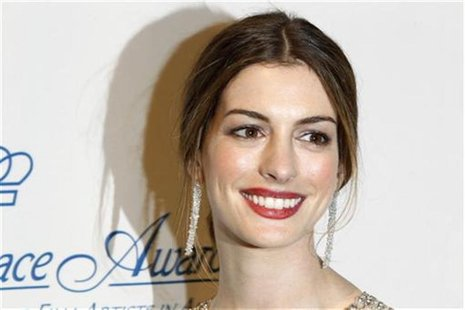 Actress Anne Hathaway poses after presenting an award during the Princess Grace Awards Gala in New York November 1, 2011. REUTERS/Lucas Jack