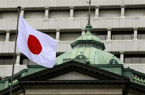 A Japanese flag flies atop the Bank of Japan building in Tokyo September 26, 2012. REUTERS/Yuriko Nakao
