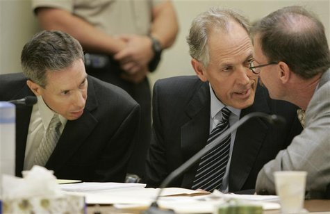 Polygamist leader Warren Jeffs (L) confers with his defense attorneys Walter Bugden (R) and Richard Wright during his sentencing in the Fift