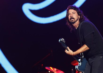 Dave Grohl, lead singer of The Foo Fighters, performs during the Global Citizen Festival at Central Park in New York September 29, 2012. REU