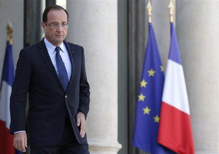 French President Francois Hollande arrives for a statement on the steps of the Elysee Palace, after a meeting with the heads of France's Jew