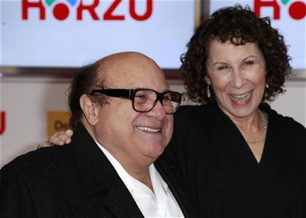 U.S.actor Danny Devito (L) and his wife U.S. actress Rhea Perlman arrive on the red carpet for the 46th 'Goldene Kamera' (Golden Camera) awa