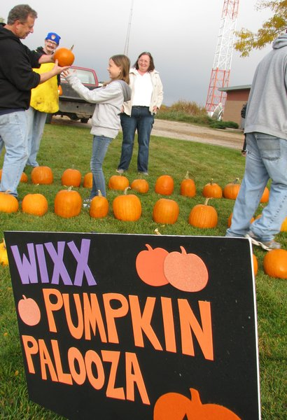 Maino and the Wisconsin Desert Vets sell pumpkins and raise money to send Halloween treats to troops