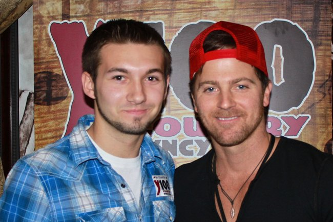 Kip Moore at Y100's pre-concert party at Brett Favre's Steakhouse