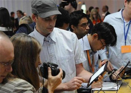 "Journalists test out the new Kindle Fire HD 7"" during Amazon's Kindle Fire event in Santa Monica, California September 6, 2012. REUTERS/Gus"