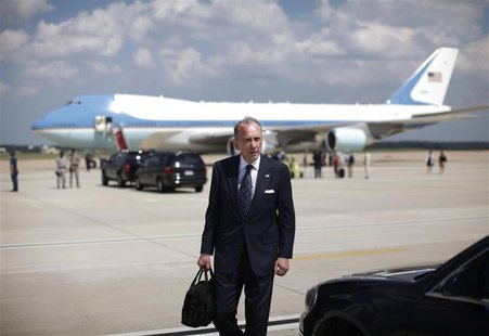 U.S. Senator Arlen Specter (D-PA) walks across the tarmac of Andrews Air Force Base after a daytrip with U.S. President Barack Obama to Pitt