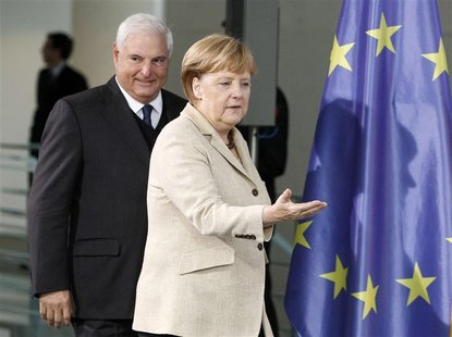 German Chancellor Angela Merkel and Panama's President Ricardo Martinelli arrive for a news conference after talks in Berlin, October 15, 20