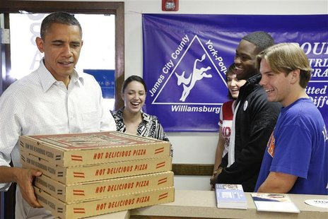 U.S. President Barack Obama delivers pizza to volunteers at his campaign office in Williamsburg, Virginia, October 14, 2012. REUTERS/Jonatha