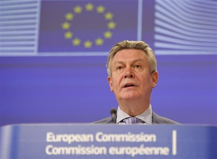 European Trade Commissioner Karel De Gucht addresses a news conference at the EU Commission headquarters in Brussels May 25, 2012. REUTERS/L