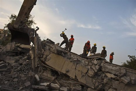 Israeli soldiers from the Home Front Command stand on rubble during an earthquake drill in Holon, near Tel Aviv October 21, 2012. REUTERS/Ni