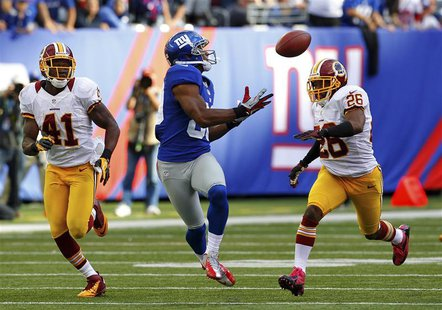 New York Giants Victor Cruz (C) catches the game winning touchdown between Washington Redskins Madieu Willims (L) and Josh Wilson (R) in the