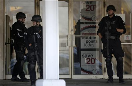 Police stand guard outside the Boston Store, part of the Brookfield Square mall in Brookfield, Wisconsin, October 21, 2012. REUTERS/John Gress