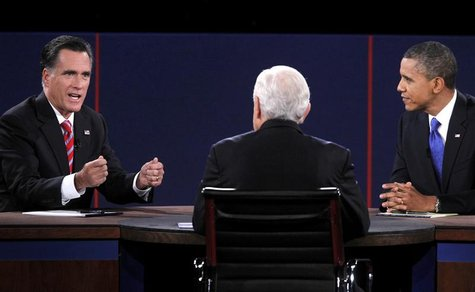U.S. Republican presidential nominee Mitt Romney (L) makes a point while answering a question from moderator Bob Schieffer (C) as U.S. Presi