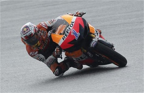 Honda MotoGP rider Casey Stoner of Australia takes a corner during the second lap of the Malaysian Grand Prix in Sepang October 21, 2012. RE