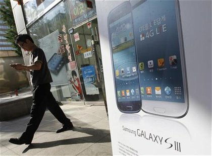 A man leaves a store selling Samsung Galaxy smartphones in Seoul August 26, 2012. REUTERS/Lee Jae-Won
