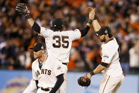 San Francisco Giants center fielder Angel Pagan (R) celebrates with teammates Brandon Crawford (35) and Hunter Pence after the Giants defeat