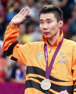 Silver medallist Malaysia's Lee Chong Wei waves at the victory ceremony for the men's singles badminton event at the London 2012 Olympic Gam