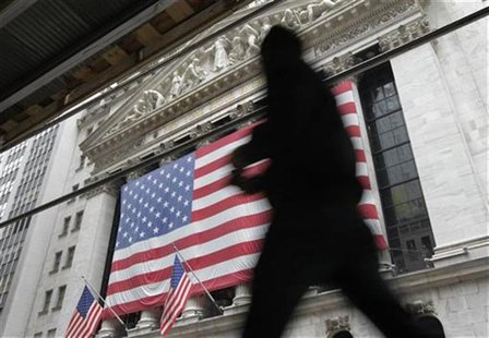 Morning commuters walk past the New York Stock Exchange, October 24, 2012. REUTERS/Brendan McDermid