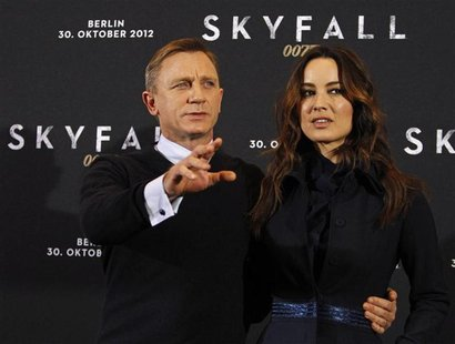 "Cast members Daniel Craig (L) and Berenice Marlohe pose for photographers during a photocall to promote their film ""Skyfall"" in Berlin Octob"