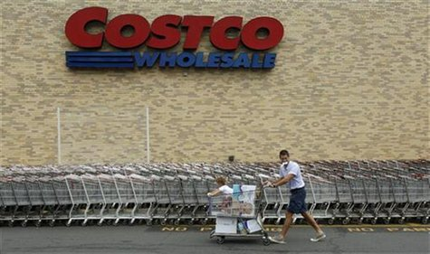 A shopper wheels his cart from a Costco Wholesale store in Arlington, Virginia August 6, 2009. REUTERS/Richard Clement