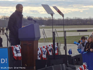 Green Bay Packers defensive back Charles Woodson speaks before a campaign visit by President Barack Obama at Austin Straubel International Airport in Ashwaubenon, Nov. 1, 2012. (courtesy of FOX 11).