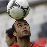 U.S. national soccer player Landon Donovan controls the ball during a practice session at the Azteca stadium in Mexico City August 14, 2012.