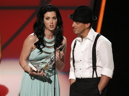 Thompson Square accept the award for vocal duo of the year at the 46th Country Music Association Awards in Nashville, Tennessee, November 1,
