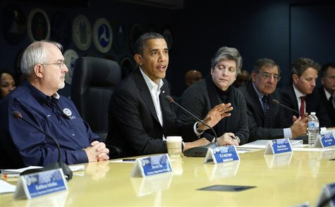 U.S. President Barack Obama (C) attends a briefing with FEMA administrator Craig Fugate (L) and cabinet secretaries about operations in the