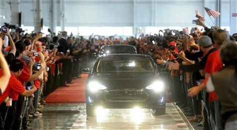 A customer drives a Model S out of Tesla's factory in Fremont, California, June 22, 2012. REUTERS/Noah Berger