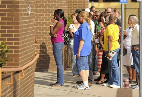 Voters wait in line to file absentee ballots outside Orange County Supervisor of Elections office in Orlando, Florida November 5, 2012. REUT