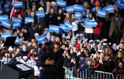 First lady Michelle Obama hugs U.S. President Barack Obama on last night of campaigning while in Des Moines, Iowa, November 5, 2012. REUTERS