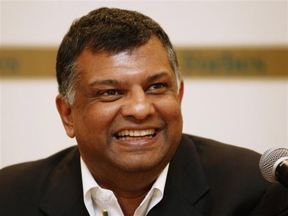 Malaysia's AirAsia Group CEO Tony Fernandes speaks during a news conference at Forbes Global CEO Conference in Kuala Lumpur September 14, 20