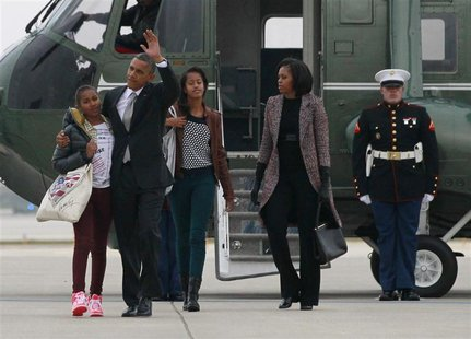 U.S. President Barack Obama, first lady Michelle Obama and their daughters Malia and Sasha (L) walk from Marine One to Air Force One in Chic