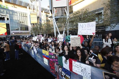 "Fans wait at the premiere of ""The Twilight Saga: Breaking Dawn - Part 2"" in Los Angeles, California November 12, 2012. The movie opens in th"