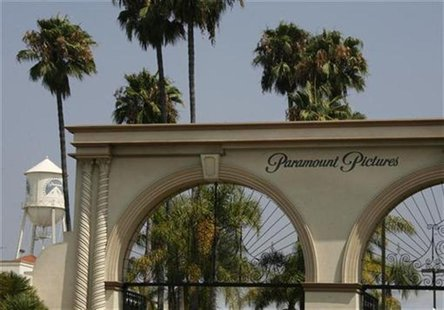 The main gate to Paramount Pictures Studios, a division of Viacom, Inc. is pictured in Los Angeles, California July 29, 2008. REUTERS/Fred P