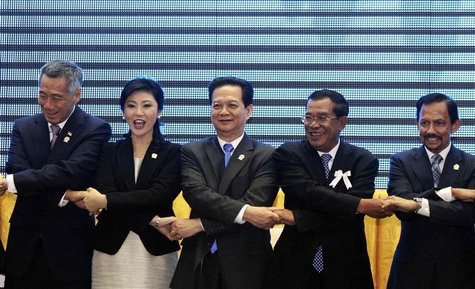 (L - R)Singapore Prime Minister Lee Hsien Loong, Thailand Prime Minister Yingluck Shinawatra, Vietnam Prime Minister Nguyen Tan Dung, Cambod