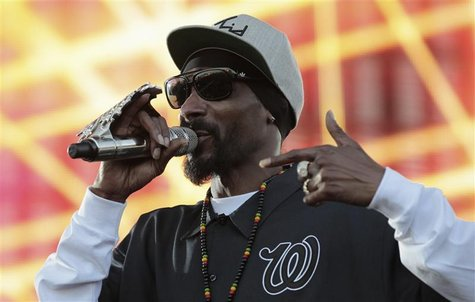 Rapper Snoop Dogg performs during the H2O Music Festival at Los Angeles State Historic Park in Los Angeles, California August 25, 2012. REUT