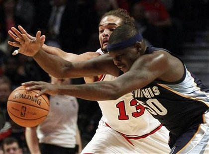 Memphis Grizzlies' Zach Randolph (front) and Chicago Bulls' Joakim Noah chase down the ball during the first quarter of their NBA pre-season